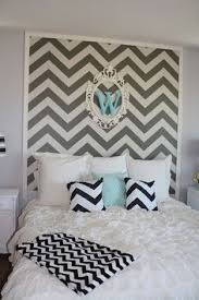 How To Decorate A Young Womans Bedroom Color Patterns Ottomans - Chevron bedroom ideas
