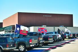 Don T Tread On Me Confederate Flag Rebel Flags At Fuel Ire News Denton Record Chronicle