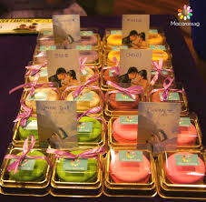wedding gift singapore wedding macarons in singapore for jacobe and esther macarons sg