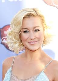 country singer with short hair kellie pickler curled out bob short hairstyles lookbook