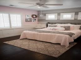 what accent color goes with grey gray and pink bedding blue