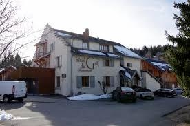chambre d hote correncon en vercors façade de l hôtel photo de hotel du golf correncon en vercors