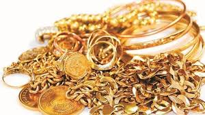 stay alert thief steals purse with gold worth rs12 lakh from