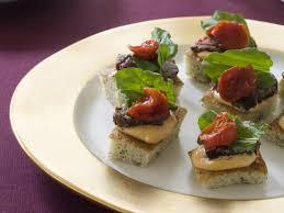 beef tenderloin and arugula toasts recipe garden fresh market
