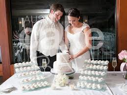 wedding cake cutting wedding cakes and cake wedding favors in