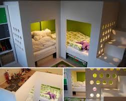 chambre enfant espace deux lits et un espace jeux en mezzanine momes