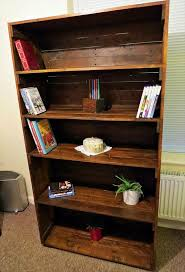 reclaimed bookshelf out of pallets 101 pallets