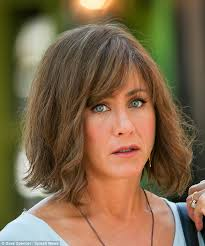 the rachel haircut 2013 jennifer aniston wears dowdy brown wig on set of her new movie
