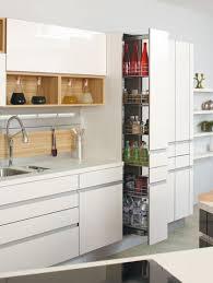 placard de rangement cuisine aménager cuisine astuces pour gagner de la place rangement