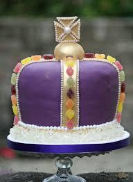 lauralovescakes regal jubilee crown cake