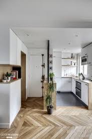 entree en cuisine cuisine ouverte délimitée par une verrière ou un îlot bar les