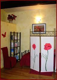 paravent chambre la chambre coquelicots le paravent et la bibliothèque photo de