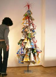 21 ideas for making alternative christmas trees to recycle clutter