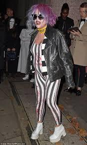 Halloween Costumes Beetlejuice 25 Beetlejuice Ideas Tim Burton