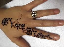 dainty design but it looks like ppd laced black henna