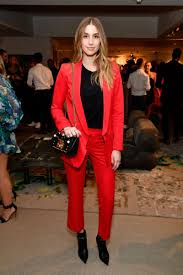 ootd lady in red at the british fashion council awards