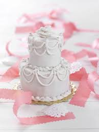 7 meaningful wedding cake traditions