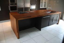 plan de travail bois cuisine idée cuisine noir plan de travail bois sous sol