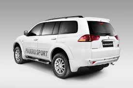 pajero sport mitsubishi mitsubishi pajero sport 4x2 at launched at 23 55 lakhs indian