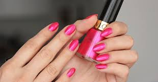 revlon nail enamel strawberry electric 190 swatch stealingbeauty