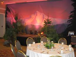 banquet decorating ideas for tables green ornaments feat white cups and small plates placed on the round