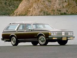 dark green station wagon 1967 oldsmobile vista cruiser friends had one exactly the same