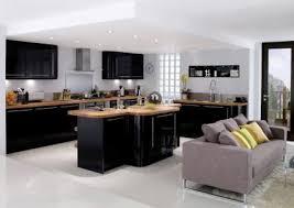 cuisine noir laqué organisation cuisine noir laque plan de travail bois mezzanine