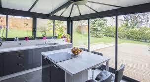 installer sa cuisine installer sa cuisine dans une véranda décoration cuisinedécoration