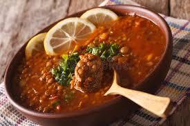cuisine arabe cuisine arabe soupe à harira dans un plan rapproché de cuvette