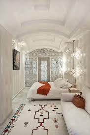 la chambre marocain chambre à coucher blanche touche traditionnelle riad maroc