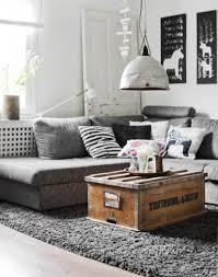 Wohnzimmer Einrichten Landhaus Alte Truhe Als Couchtisch Simple Truhen Truhe Couchtisch
