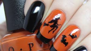 give yourself a spooky manicure with these super easy halloween