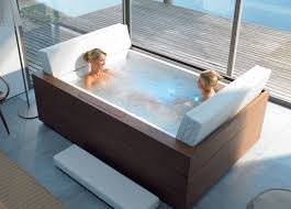 big bath tub i it it would cover all of me and lots