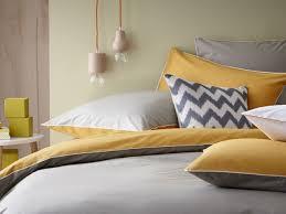 deco chambre jaune 20 inspirations déco en jaune curry deco chambre jaune et gris