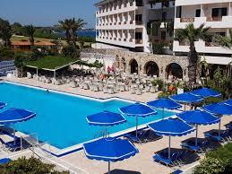 hotel piscine dans la chambre piscine et bar vus de notre chambre picture of mitsis ramira