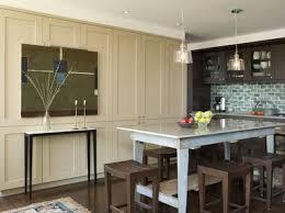 repeindre une table de cuisine en bois peindre une table pour sa salle à manger c est l intégrer à coup