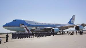 air force one interior photos see what it s like to travel with president barack obama