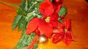 how to make a simple christmas silk centerpiece on a budget by