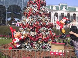 When Do Christmas Decorations Go Up At Disneyland Disneyland Christmas Decorations Dates Rainforest Islands Ferry