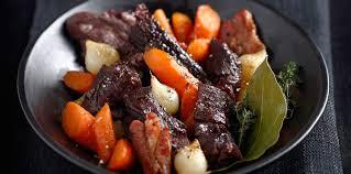 cuisiner un boeuf bourguignon boeuf bourguignon facile recette sur cuisine actuelle