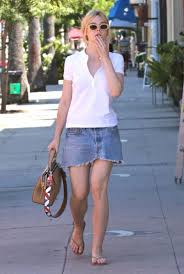 fanning in mini skirt stops by a nail salon in west hollywood 9