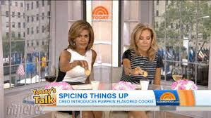 kathie lee and hoda try out oreo u0027s pumpkin spice cookies u2014 but
