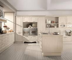 cuisine en bois blanc tabouret rond simple en cuir noir armoire de cuisine bois blanc