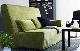 canape vert anis quelles couleurs mettre dans salon avec un canapé vert anis