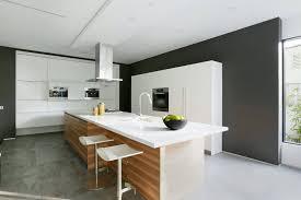 cuisine moderne ilot aménagement cuisine blanche et bois 35 idées cool