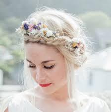 Hochsteckfrisurenen Hochzeit Mit Blumen by Die Besten 25 Blumen Haar Ideen Auf Hochzeit Haare