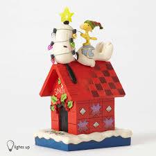 snoopy christmas dog house enesco jim shore peanuts snoopy s christmas dog house light up
