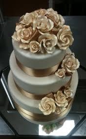 wedding cake gold 32 fascinating gold wedding cakes weddingomania