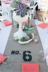 18 table runners that will transform your wedding table