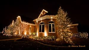 easy christmas light ideas the trees and bushes are decorated with christmas lights places